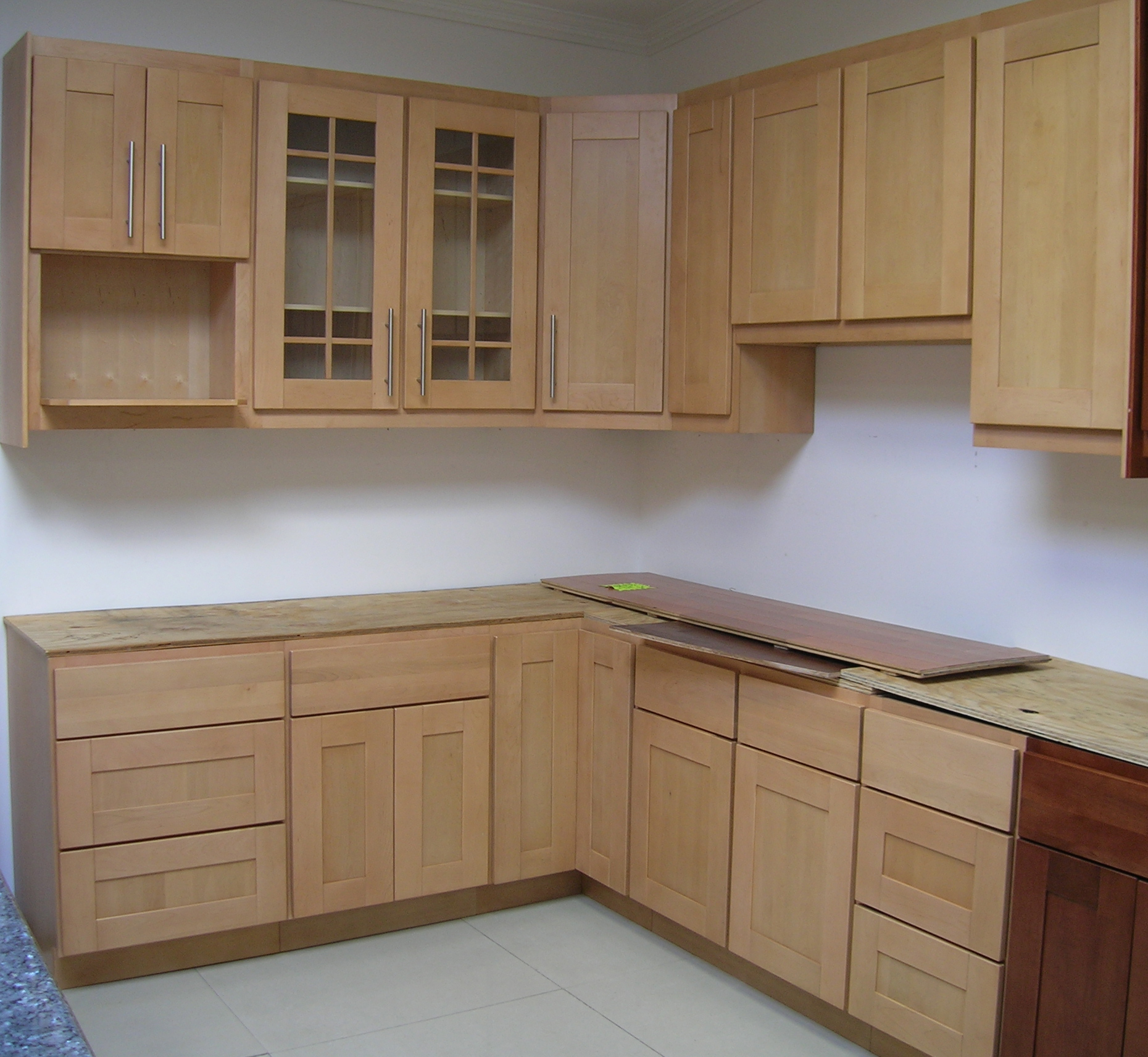 Superb Pictures Of Small Modern Kitchens #3: Maple_shaker_kitchen_cabinet.jpg