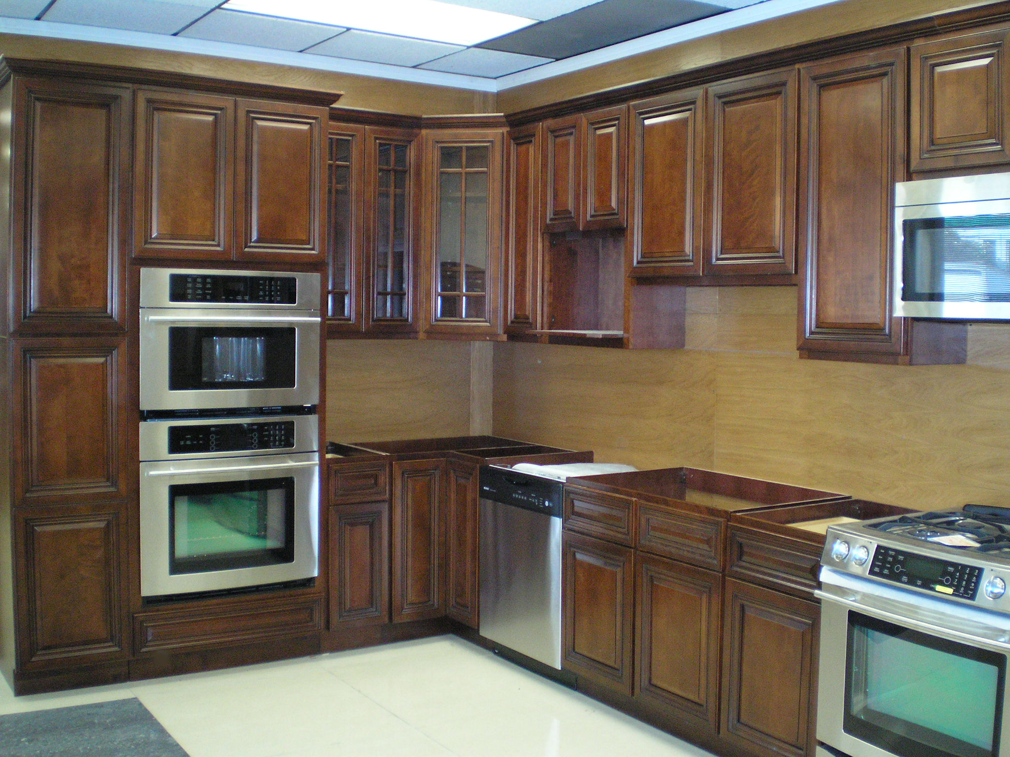 Dark wood kitchen cabinets for Wooden kitchen cupboards